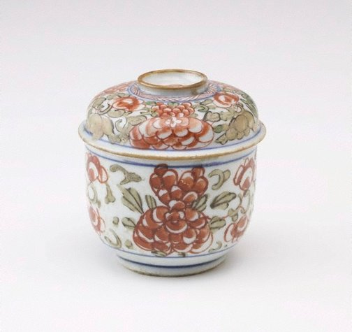 An image of Covered bowl with horizontal lines with freize of red peonies and green leaves by Export ware (Thai market)