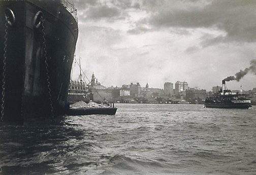 An image of Untitled (Ship - looking to Quay) by Harold Cazneaux