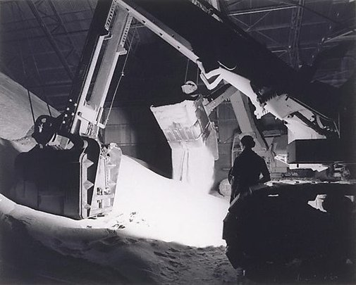An image of Machine dropping sugar, Queensland by Max Dupain