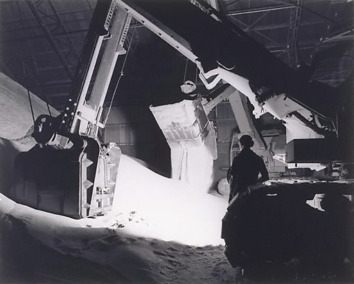 An image of Machine dropping sugar, Queensland