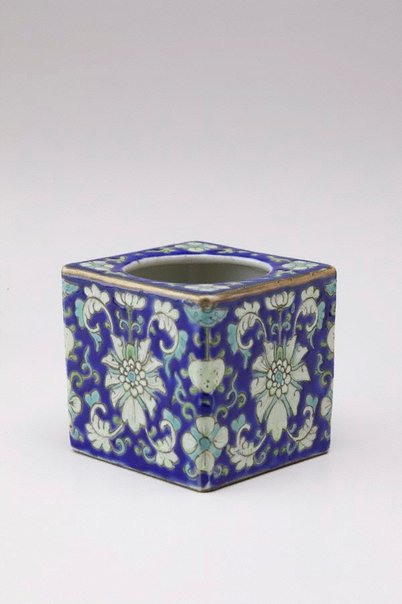 An image of Leys jar [lower section] decorated with floral motifs by