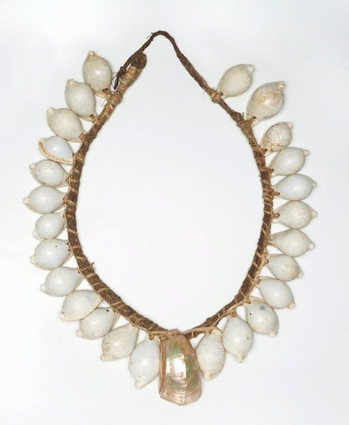 An image of Yogo (shell necklace) by