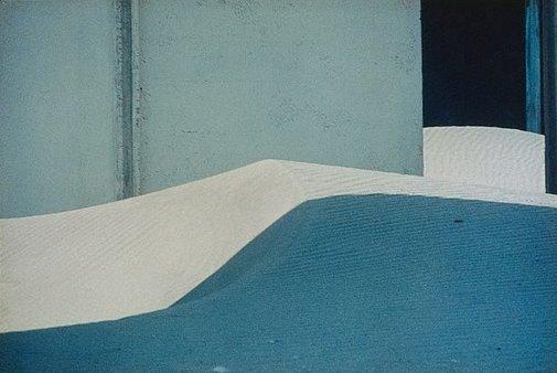 An image of Paesaggio Urbano (Lido delle Nazioni [Ferrare]) by Franco Fontana