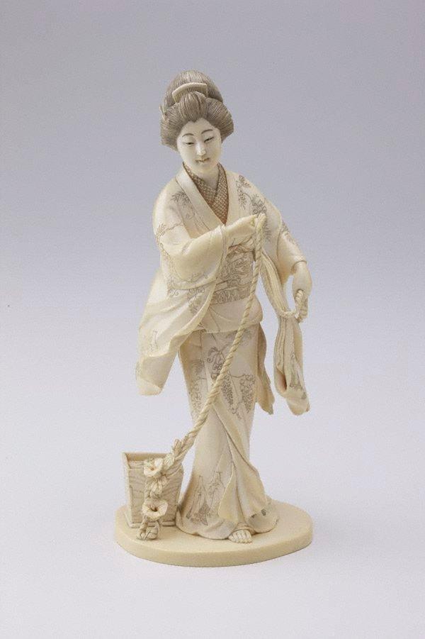 An image of Figure of lady drawing water (okimono)