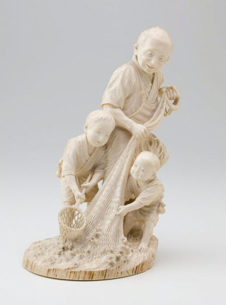 An image of Fisherman hauling his net from the sea (okimono) by Naoya