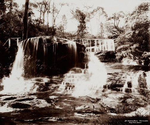 An image of Weeping Rock, Wentworth by Unknown, Kerry & Co