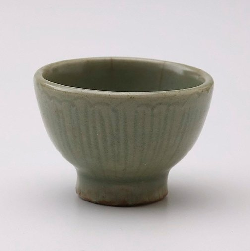 An image of Small bowl with incised petal decoration by