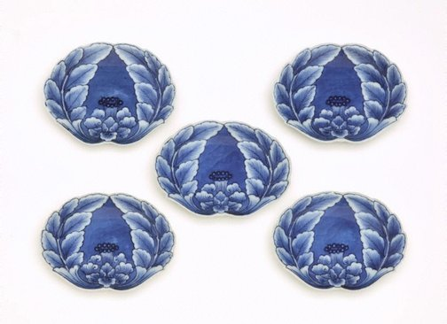 An image of Set of 5 crab-shaped dishes with peony design by Arita ware/ Nabeshima style