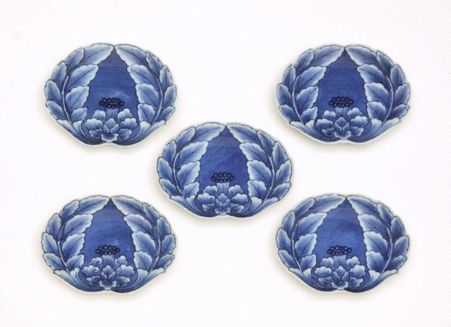 An image of Set of 5 crab-shaped dishes with peony design