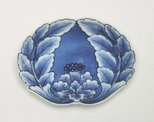 Alternate image of Set of 5 crab-shaped dishes with peony design by Arita ware/ Nabeshima style