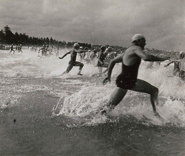 An image of Surf race start