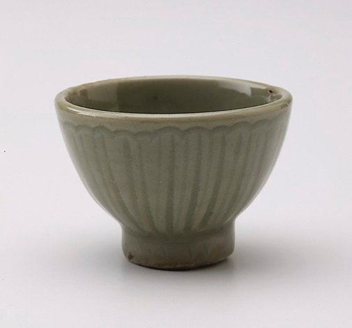 An image of Small bowl with incised petal decoration by Longquan ware