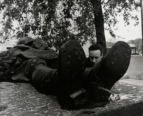 An image of Victor Spinetti, War Memorial, Hyde Park, London, publicity shot for 'Oh! what a lovely war' by Lewis Morley
