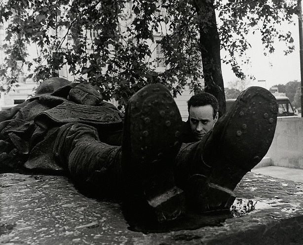 An image of Victor Spinetti, War Memorial, Hyde Park, London, publicity shot for 'Oh! what a lovely war'