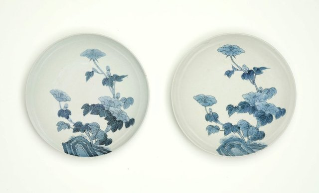 An image of Set of 2 round dishes with décor of hibiscus and garden rock
