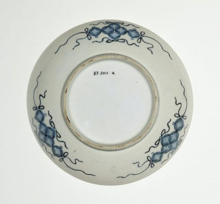 Alternate image of Set of 2 round dishes with décor of hibiscus and garden rock by Arita ware/ Nabeshima style