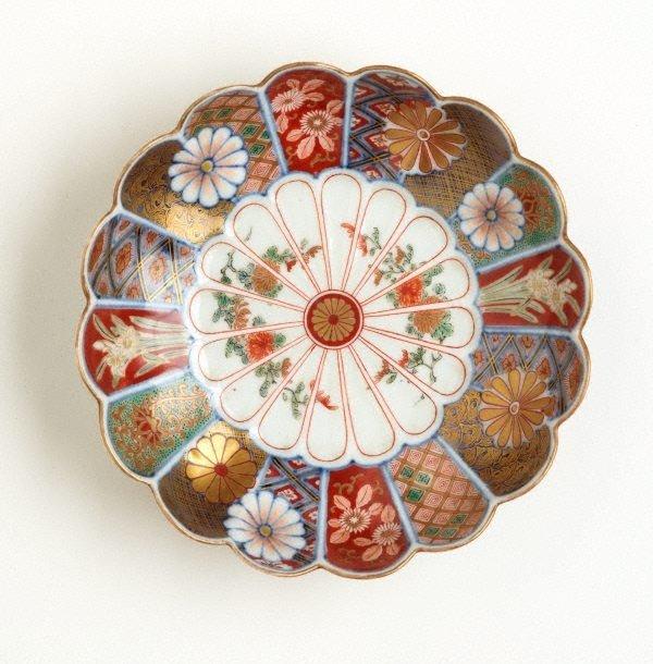 An image of Dish in shape of 16-petal chrysanthemum