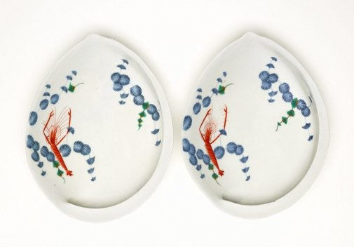 An image of Set of 2 abalone shaped dishes with décor of prawn and pine leaves by Arita ware/Ko-Imari