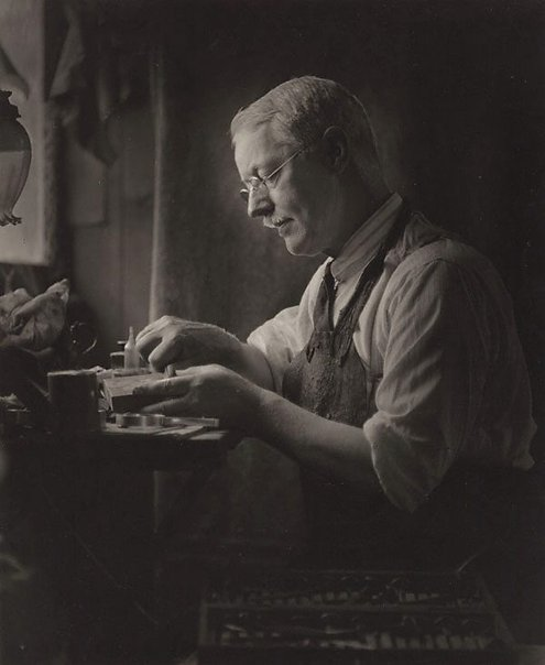 An image of The etcher (Lionel Lindsay 1874-1961) by Harold Cazneaux