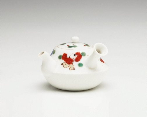 An image of Tea pot for 'sencha' with décor of playing Chinese children and pine leaves by Arita ware/Ko-Imari