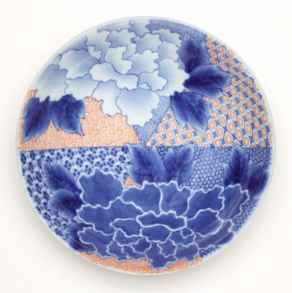 An image of Round dish with peony design and geometric patterns