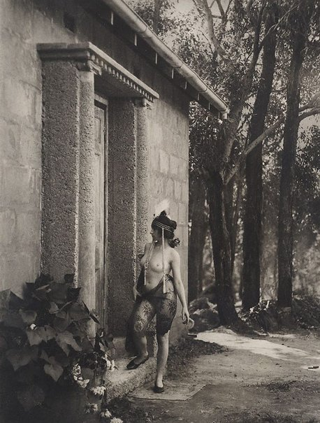 An image of Model at studio door, Springwood by Harold Cazneaux