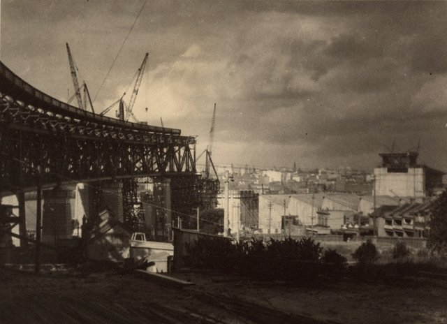 An image of Untitled (The Sydney Harbour Bridge in construction: Milson's Point roadway)