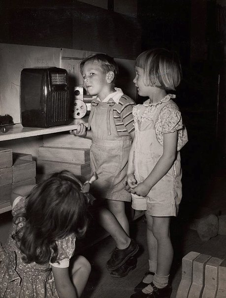 An image of Untitled (children listening to radio) by Max Dupain
