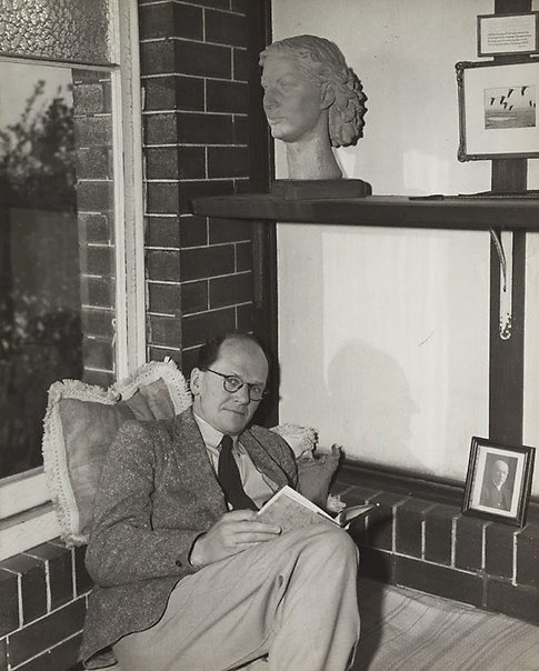 An image of Untitled (man and terracotta bust II) by Max Dupain