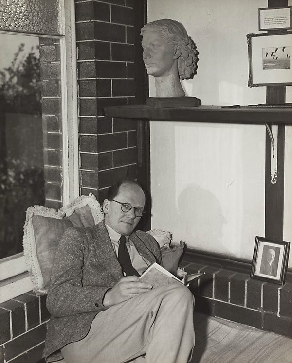 An image of Untitled (man and terracotta bust II)