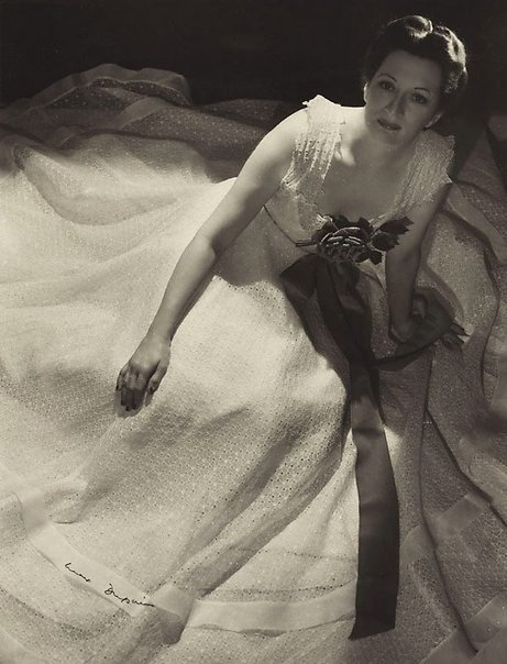 An image of Untitled (Joan McInerney) by Max Dupain