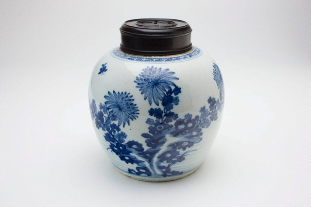 An image of Ginger jar with floral decoration