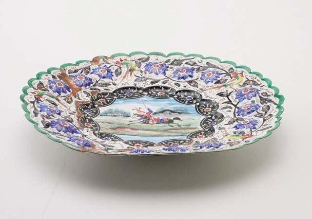 An image of Plate decorated with polo player