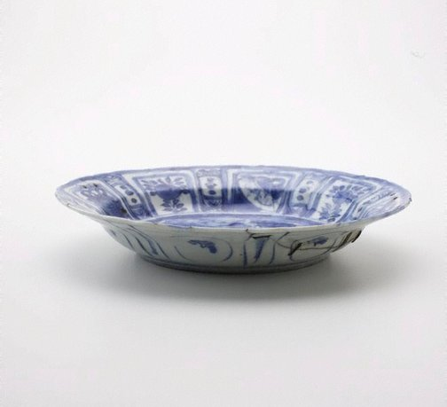 An image of Dish with swan in landscape by Kraak ware