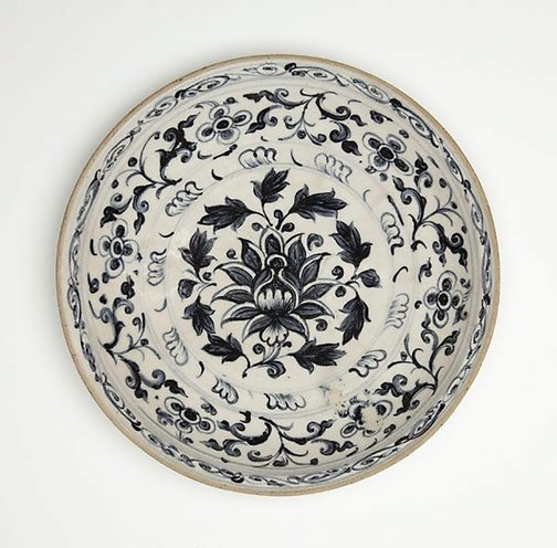 An image of Dish with central lotus spray by