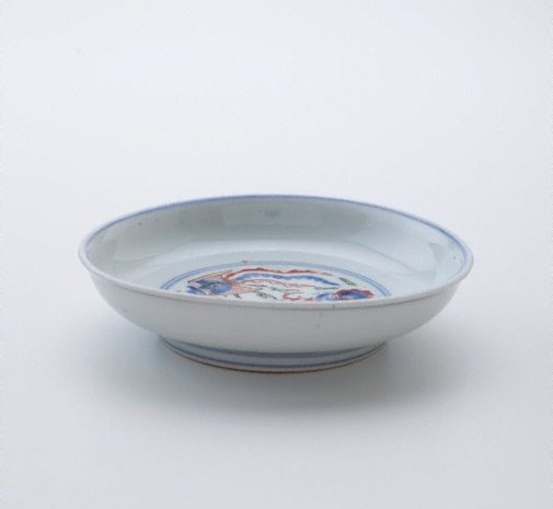 An image of Dish with design of dragon and phoenix by Arita ware