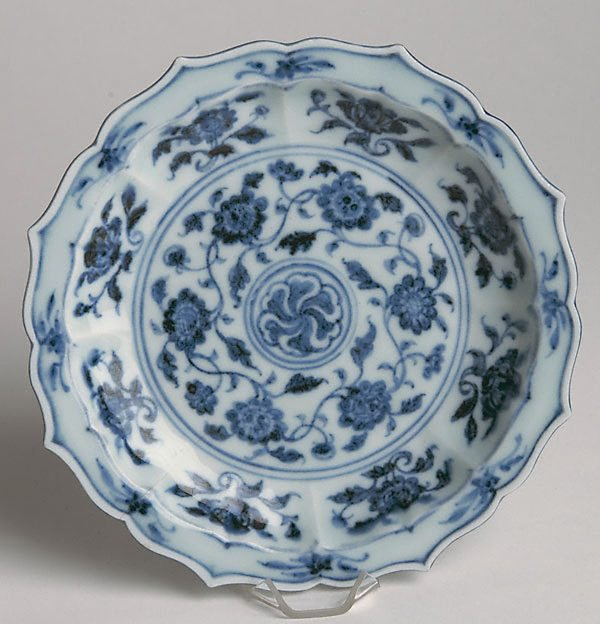 An image of Dish with eight foliate lobes