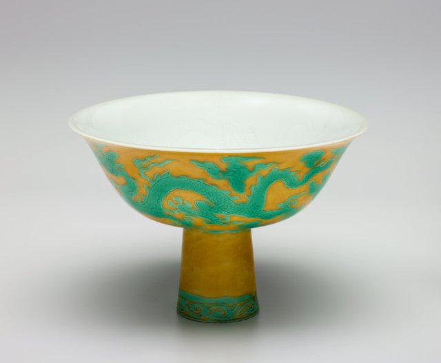 An image of Stem bowl with two dragons