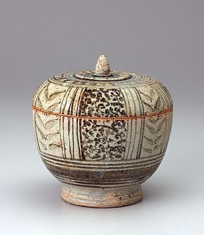 An image of Covered bowl by Sawankhalok ware