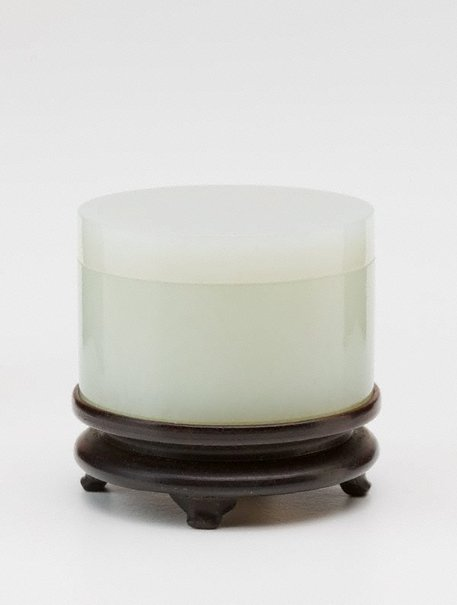 An image of Cylindrical covered jar by