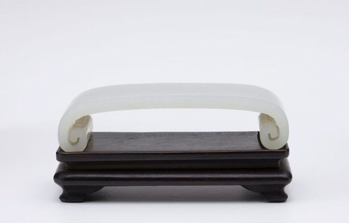 An image of Pillow shaped brush rest by