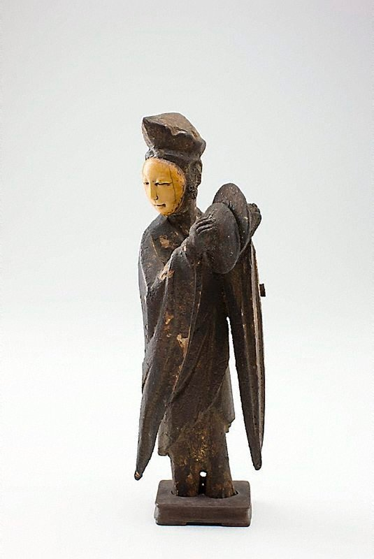An image of Figure of a musician