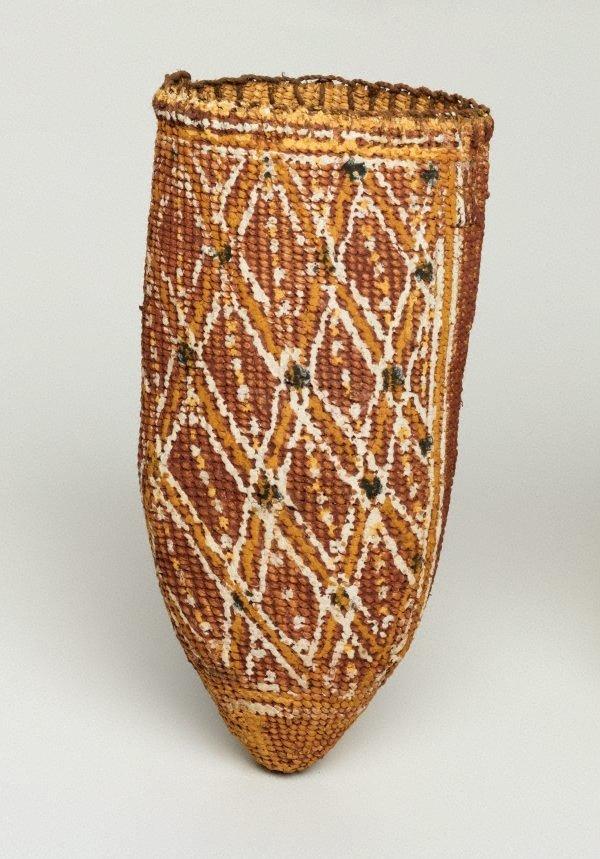 An image of Gupapuyngu bathi (basket)