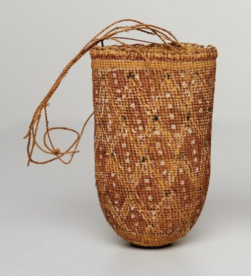 An image of Gupapuyngu bathi (basket) by Jimmy Lipundja