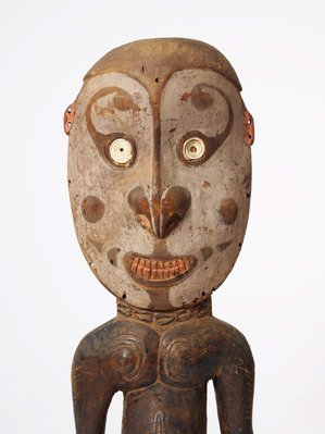 Alternate image of Kaua tikit (orator's stool) by Iatmul people