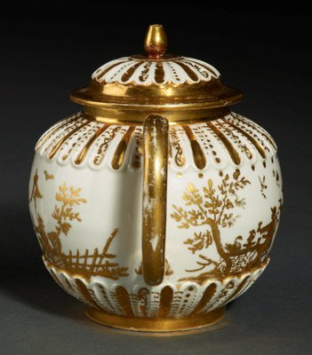 Alternate image of Teapot and cover by Meissen