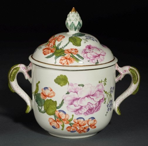 An image of Ollio tureen and cover by Du Paquier