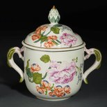 Alternate image of Ollio tureen and cover by Du Paquier