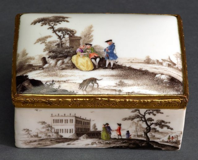 An image of Snuff box