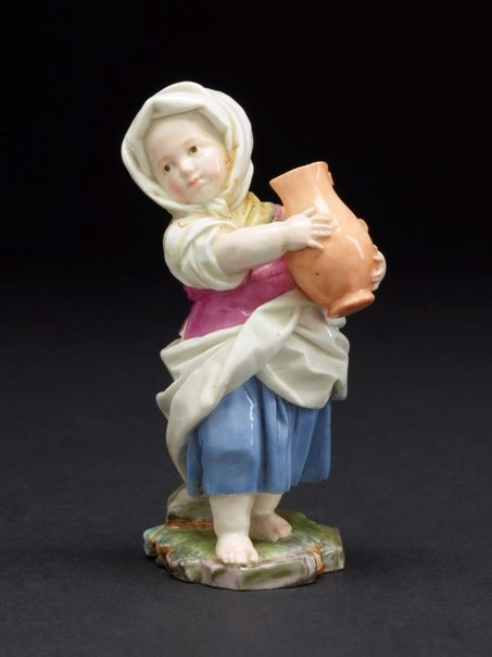An image of Girl carrying a pitcher, model by Höchst